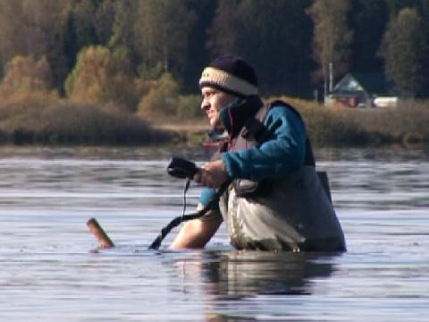 Металлоискатель x-terra при поиске под водой - видео kladtv..